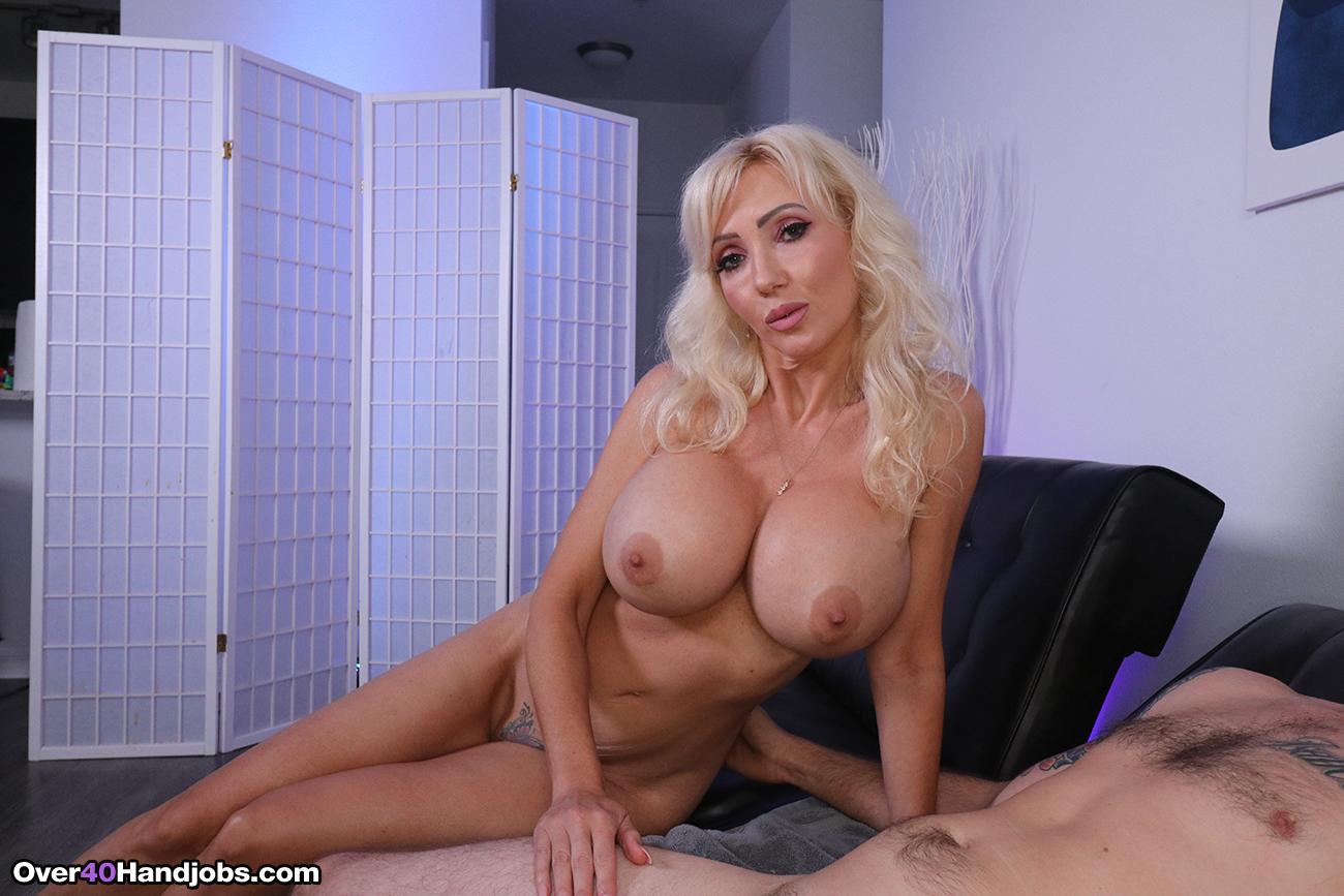 Huge Tits Dirty Talk