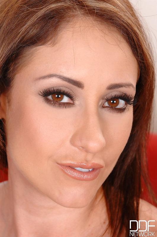Eva Notty - Her Personal Bra Salesman! 133308