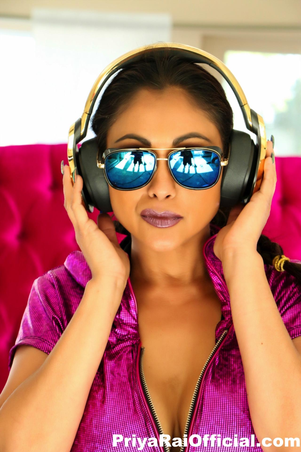 DJ Priya Rai has some fun with a blonde afro wig 135728
