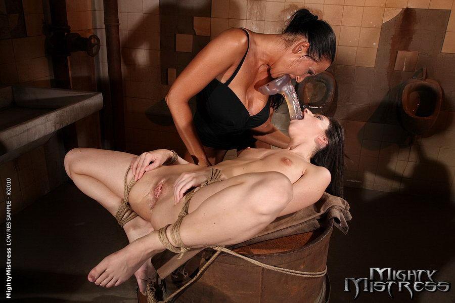 фото лесбийское наказание рабыни - 2