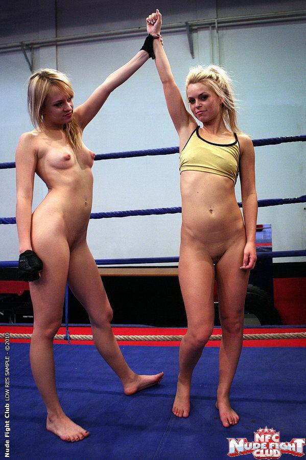 Modri angel Sabrinka - lezbično rokoborba - goli boj-3474