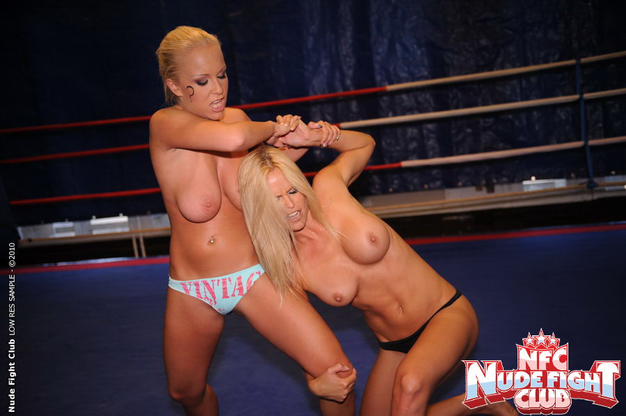 Hooters nude fight