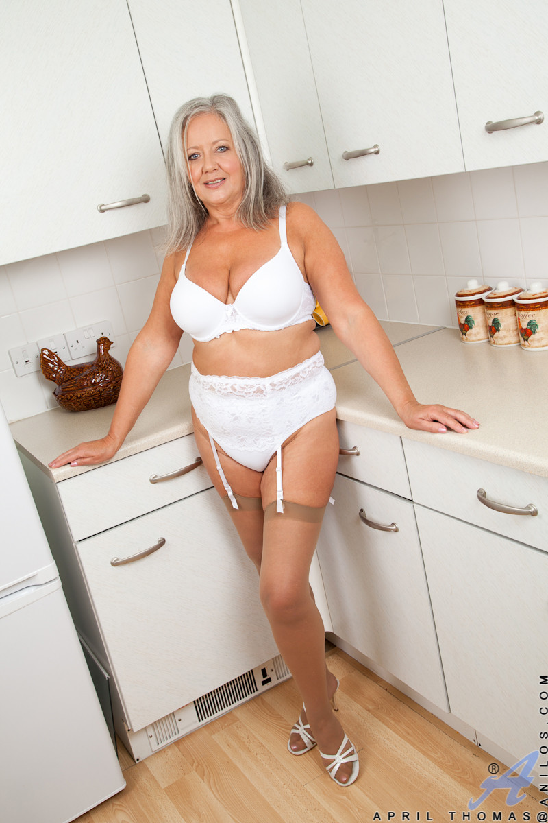 Matrure mum sally anal creampie from bbc in hotel room 4
