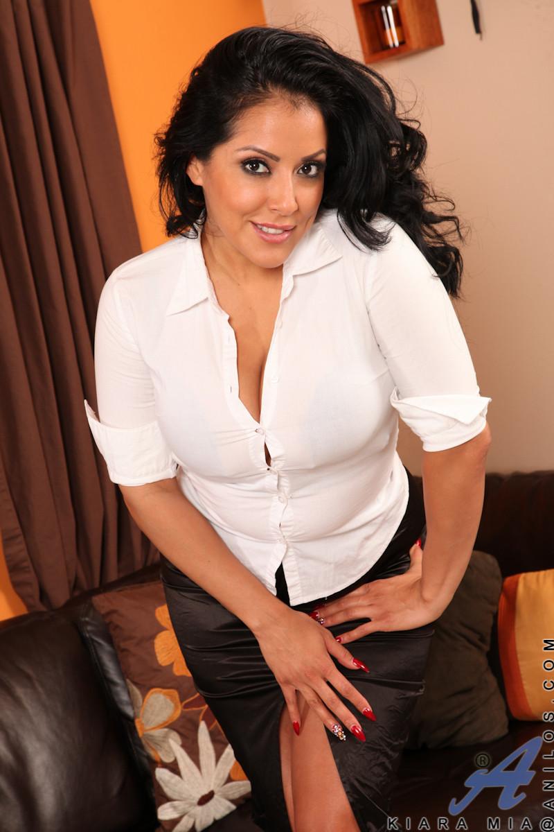 Kiara Mia - Popping Out Her Blouse 14444-3833