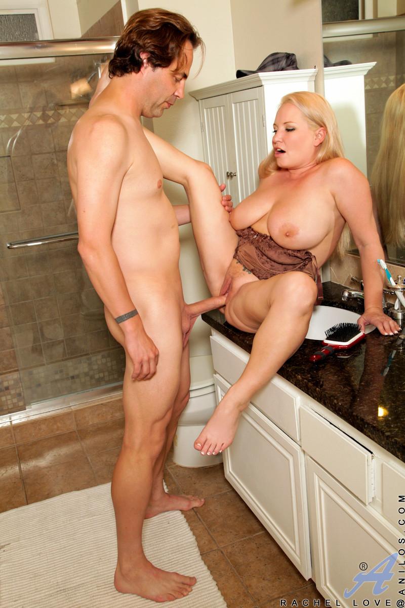 смазливая домохозяйка порно фото - 14
