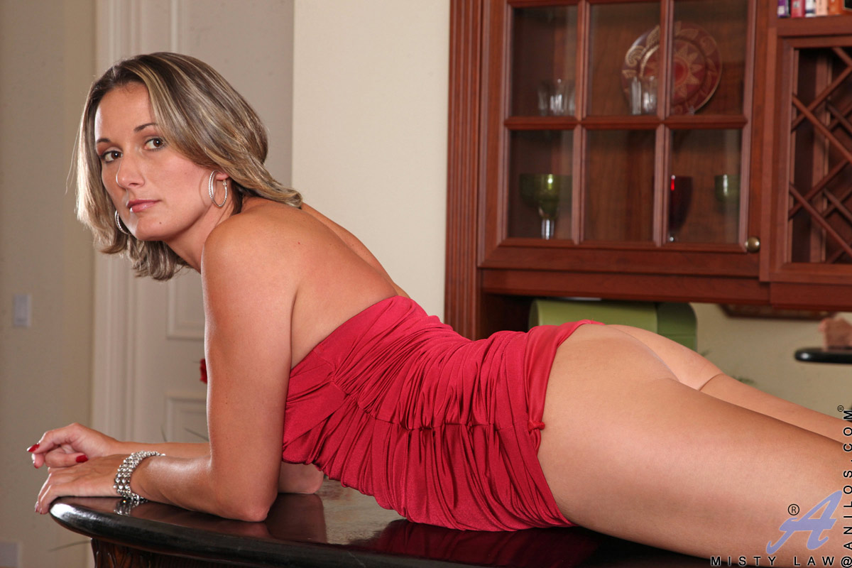 Blonde milf picture galleries