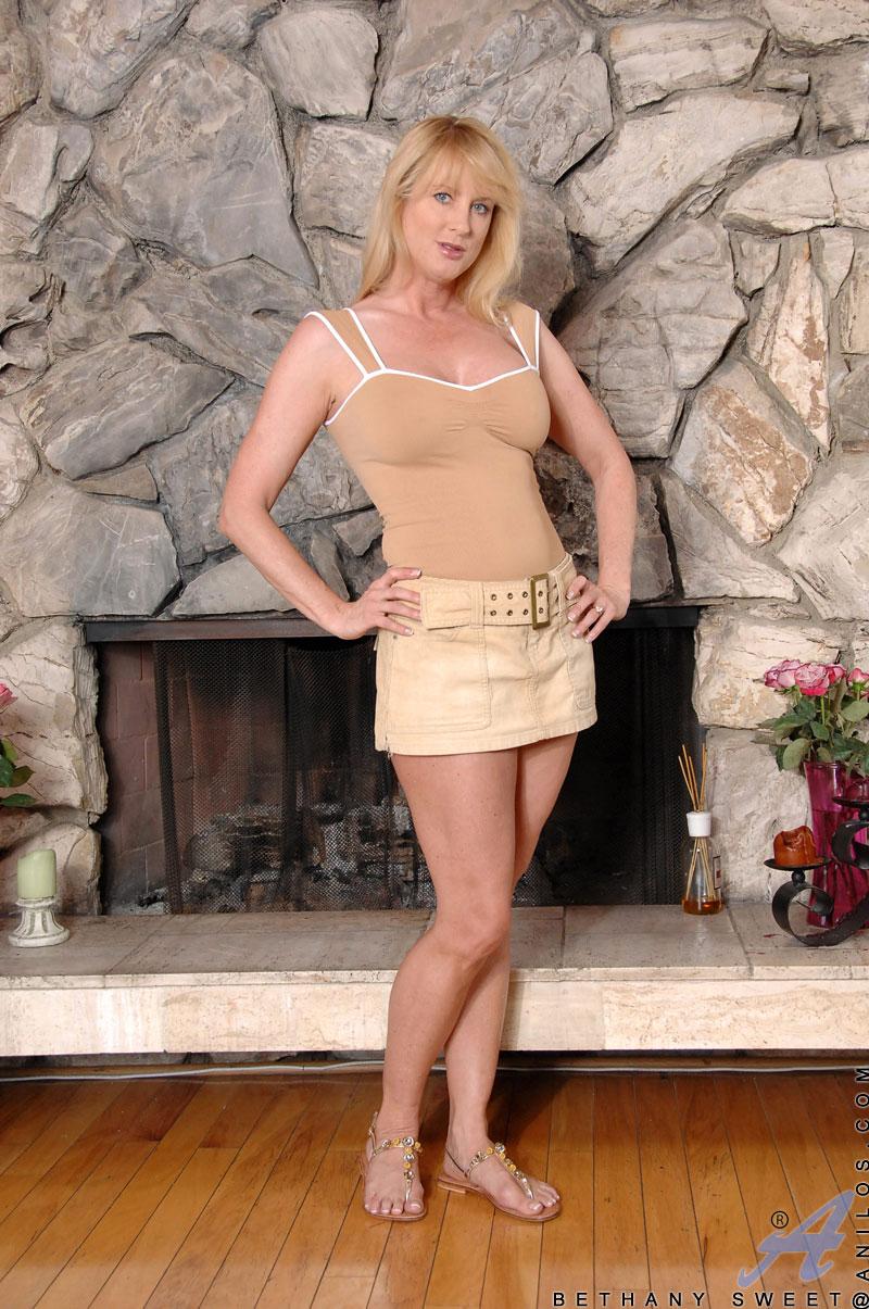 Bethany Sweet - Milf Upskirt 14849-3999