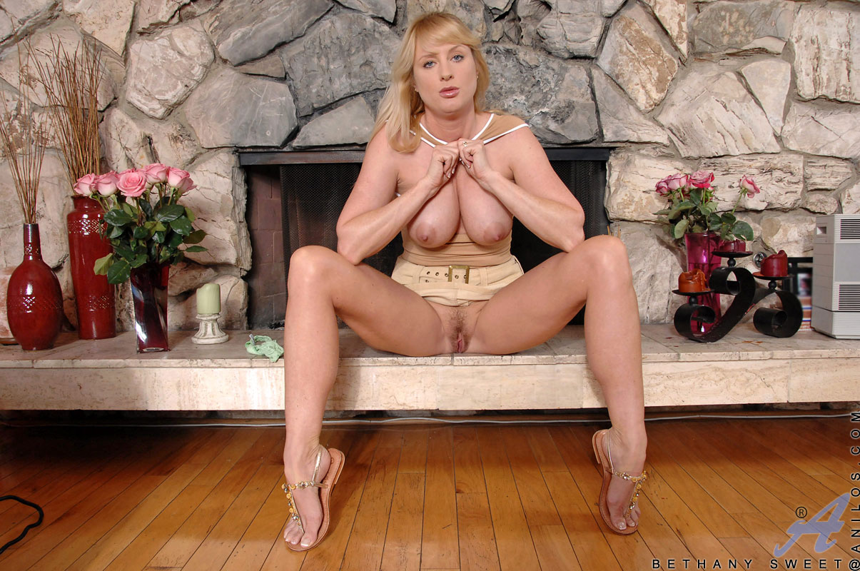 Bethany Sweet - Milf Upskirt 14849-6828