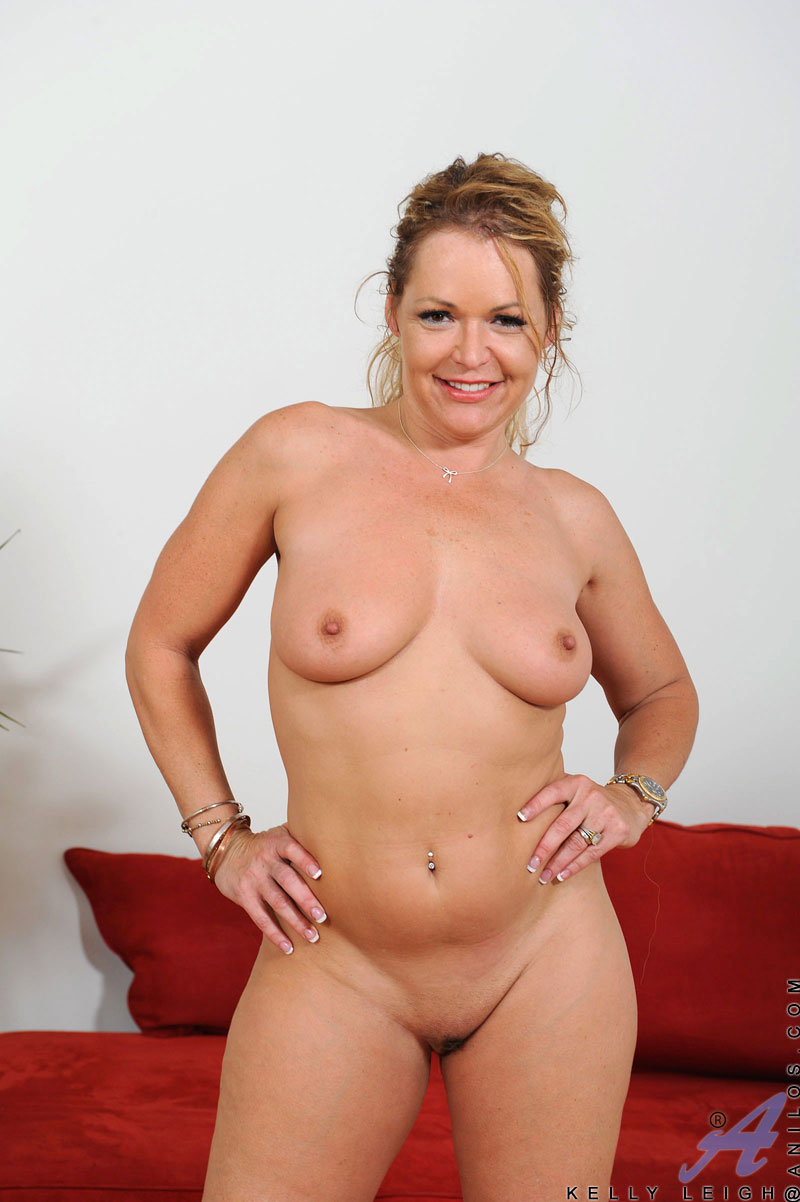 Big ass milf mom