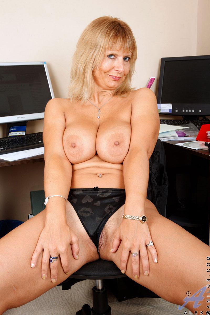 Office Milf Pics, Nude Milfs Sex Xxx Photos