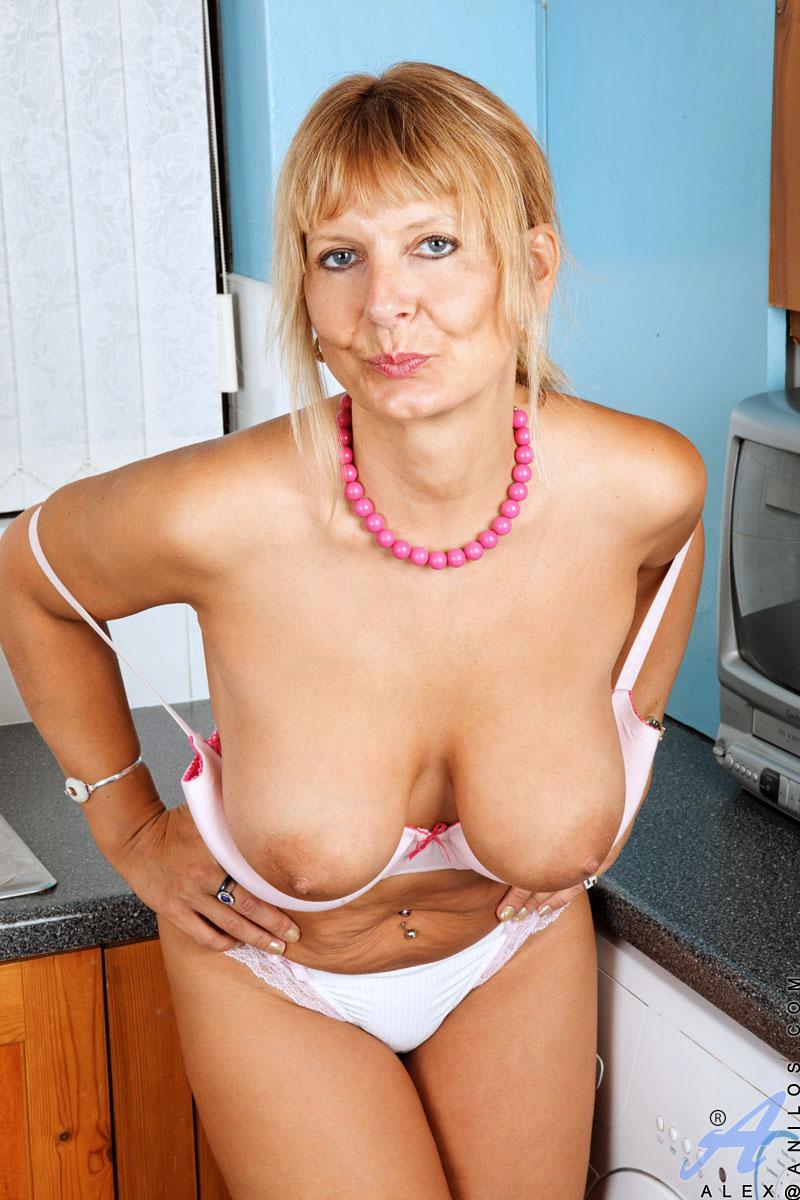 Alex Mature Blonde Milfs