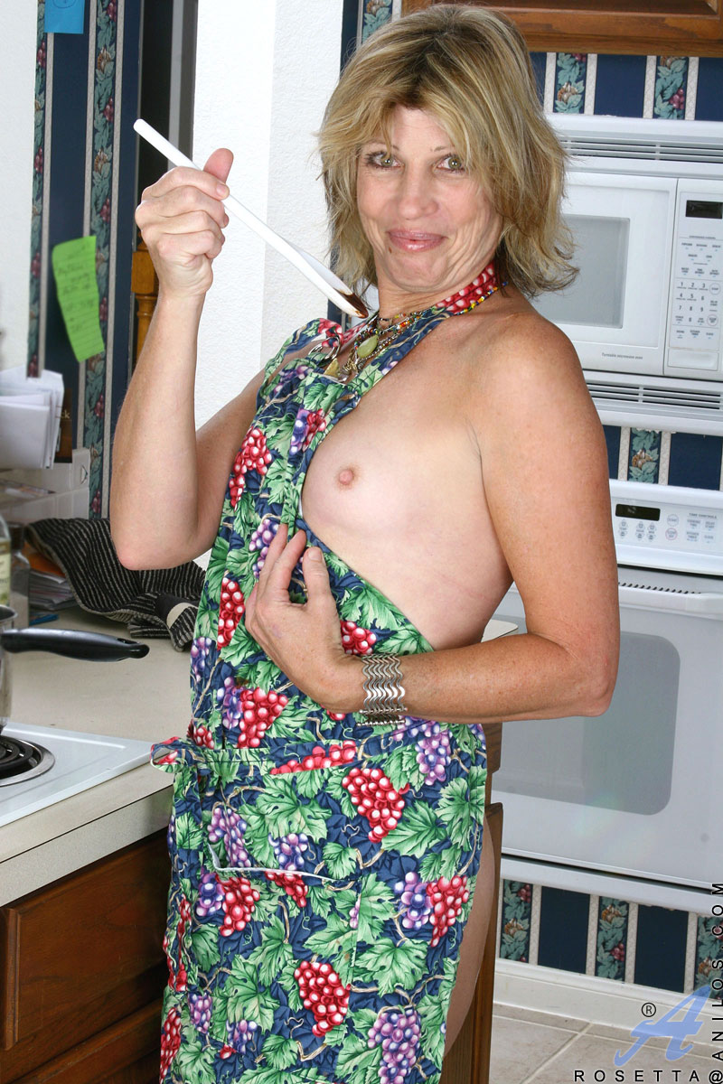free-nude-housewife-galleries