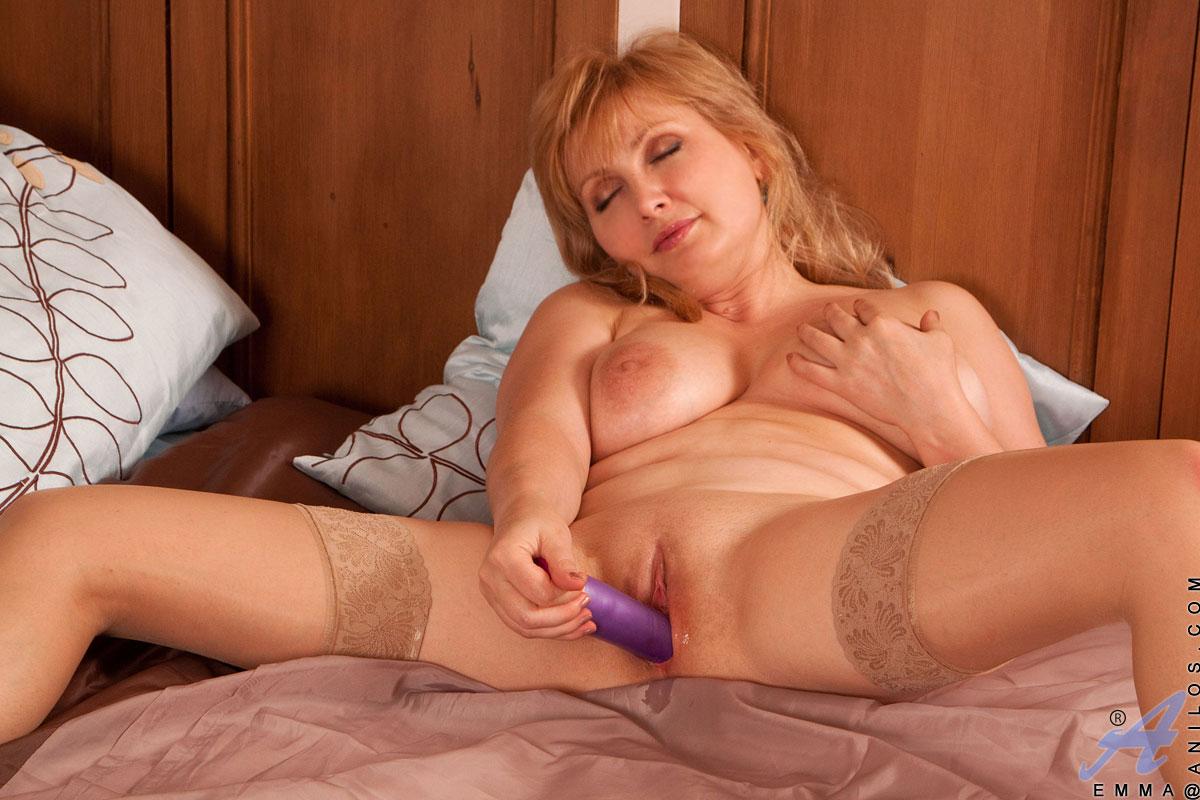 Мастурбирующие зрелые женщины онлайн фото 351-463