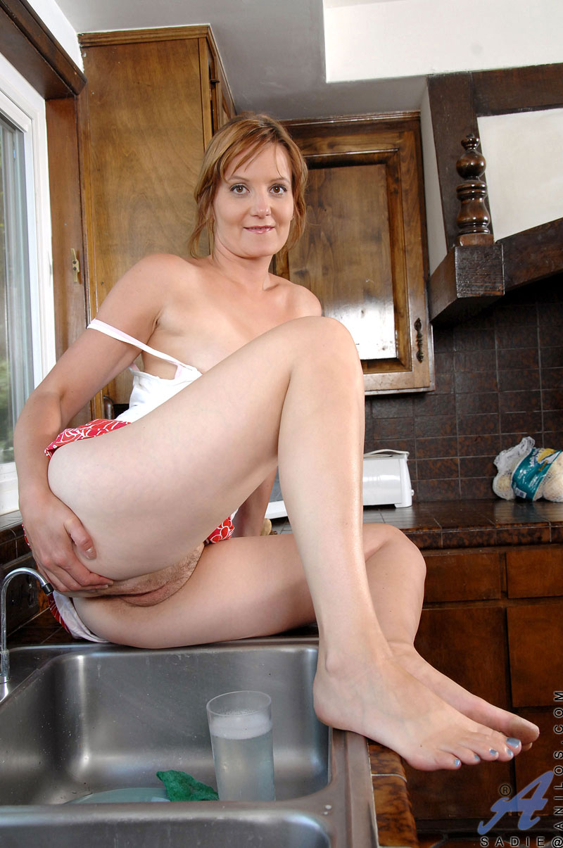 Indian milf nude in the kitchen moms pussy flashing