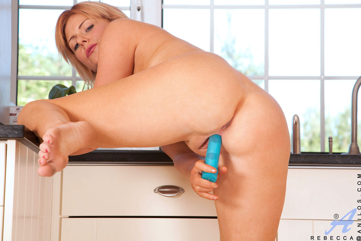 A blue dildo in makenzies pussy 3