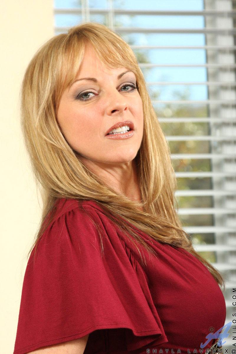 Hot busty brunette mom bangs stepson 5