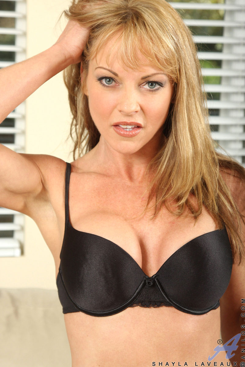 Busty blonde Shayla Laveaux was fucked in her innocent face! № 198155 бесплатно