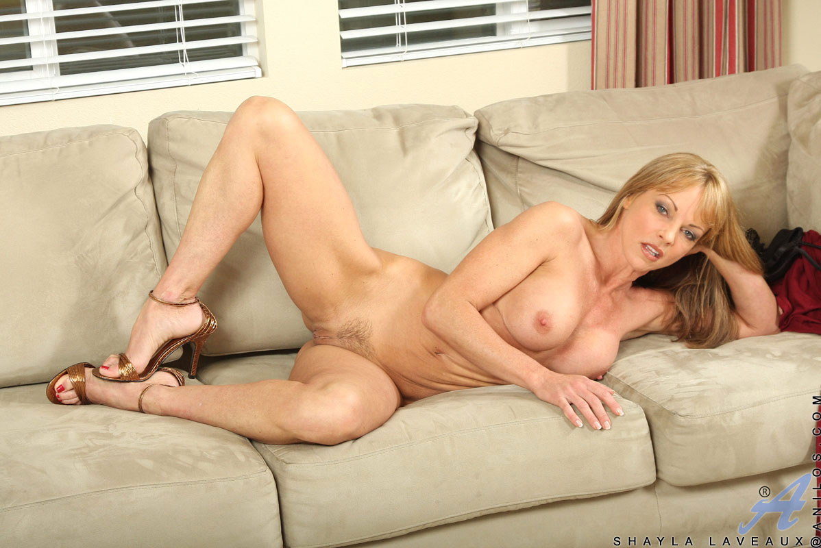mom-nude-on-the-couch