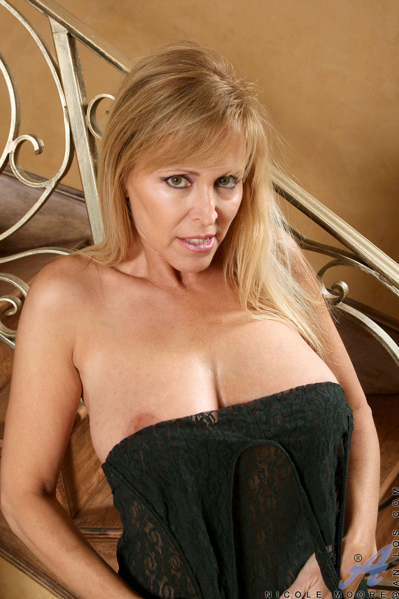 image Blonde big tits mature milf in a dating service