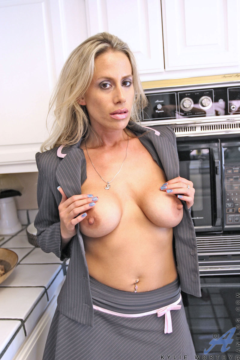 Hot blonde milf cherie deville cums so good 3