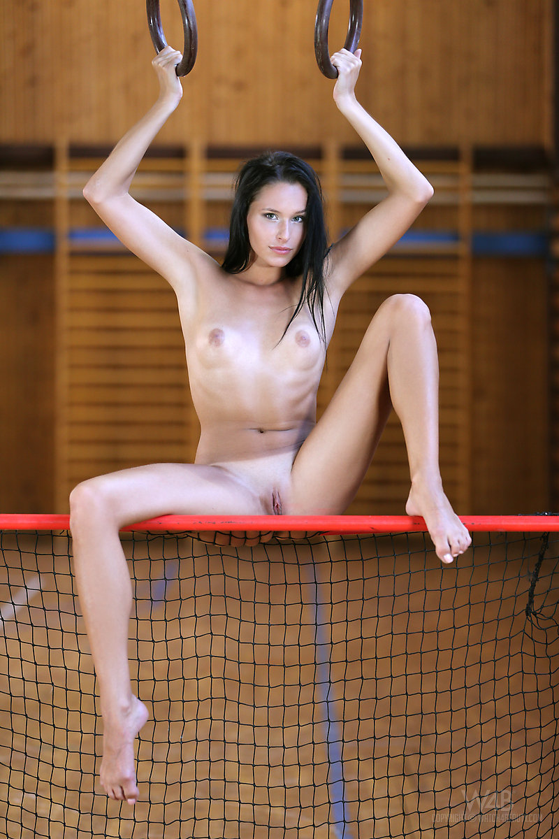 фото голых гимнасток в раздевалке чувствует