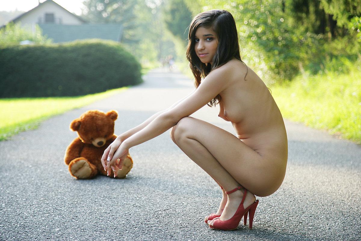 having-sex-smiling-bear-nude-porn-gif