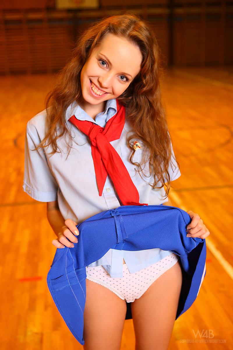 школьница голая фото юная № 526949 загрузить