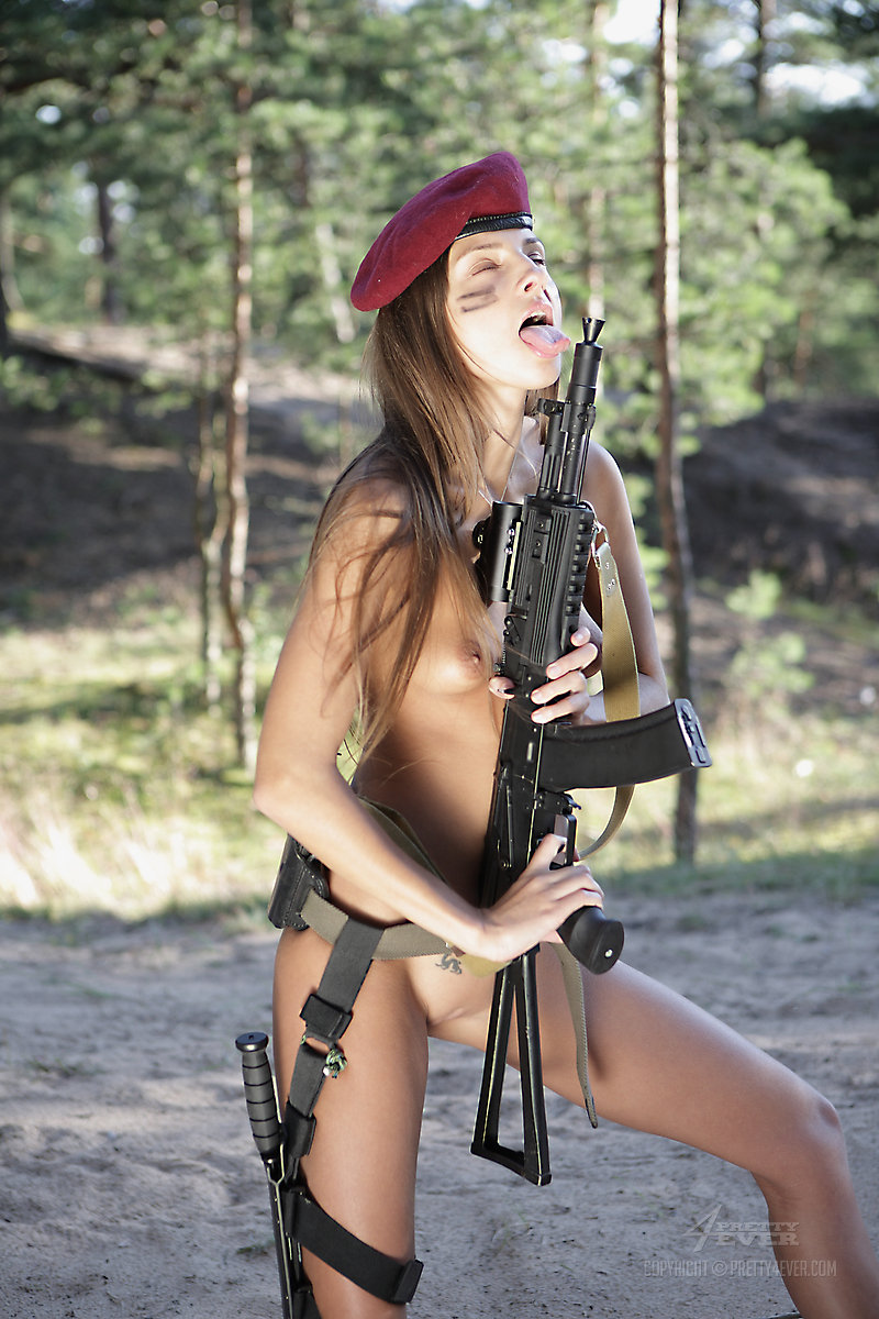 naked-weapon-girl
