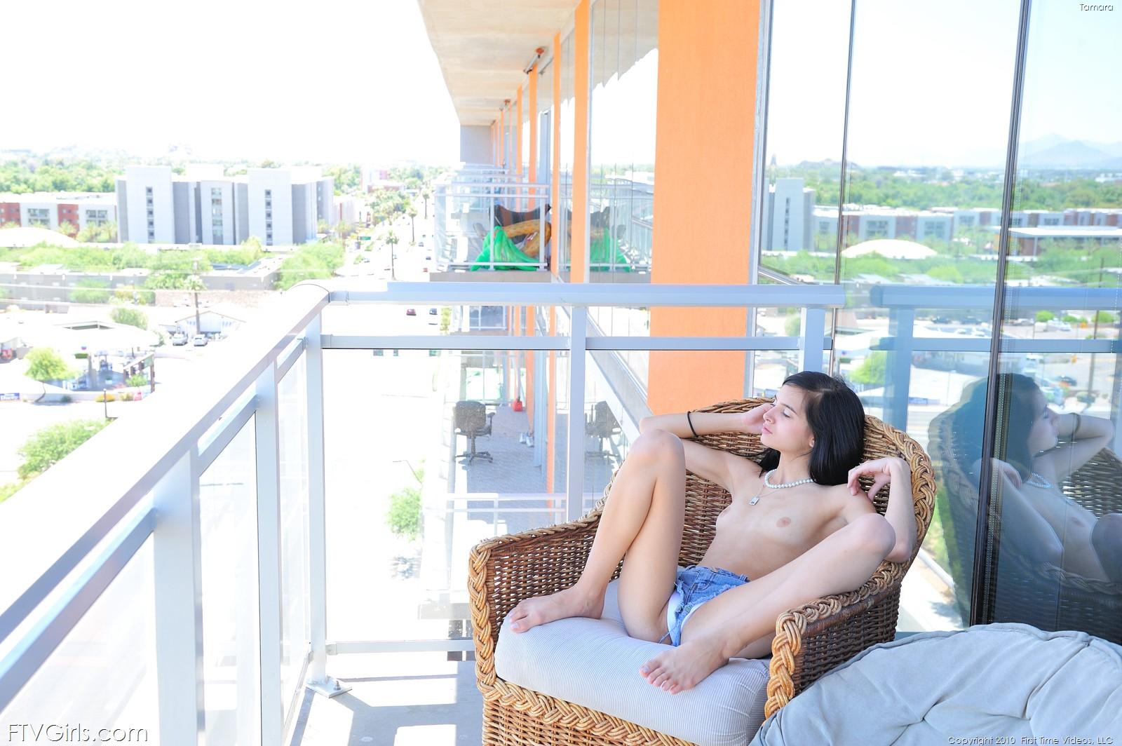 Красивый секс на балконе особняка, видео взаимный секс любовь