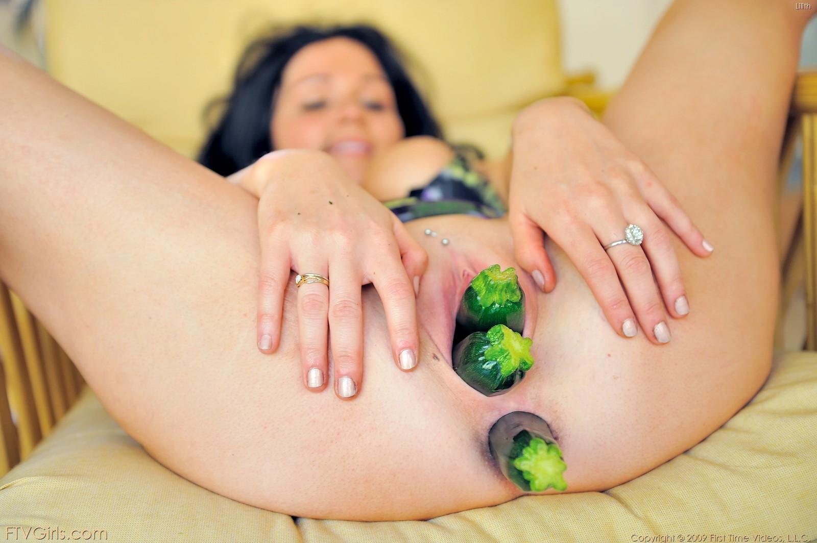 Смотреть в пизде овощи