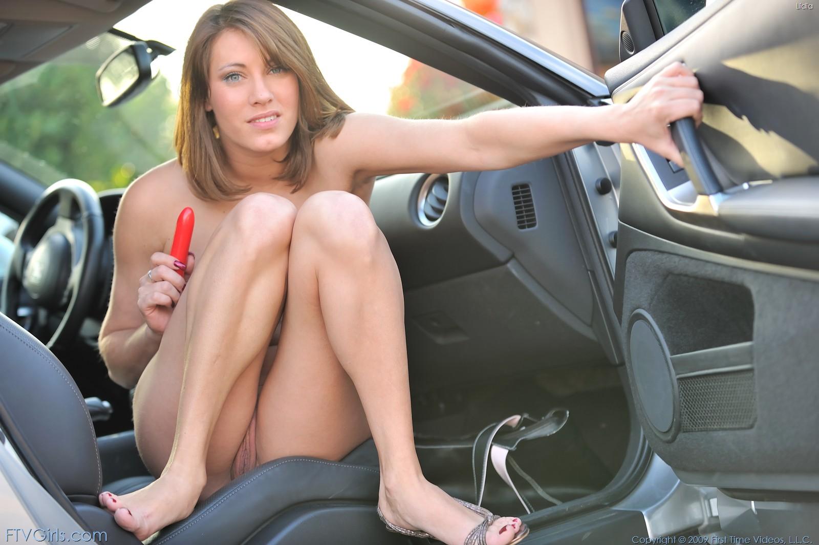 девки мастурбируют в авто - 13