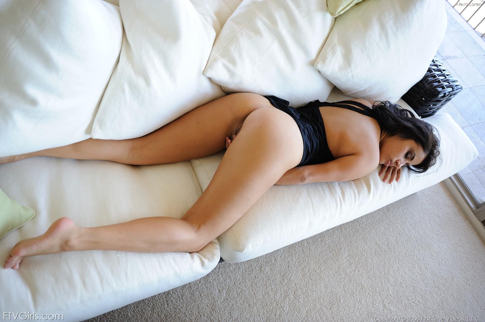 сексуальные девушки спят в саду отсасывает своего трахаря