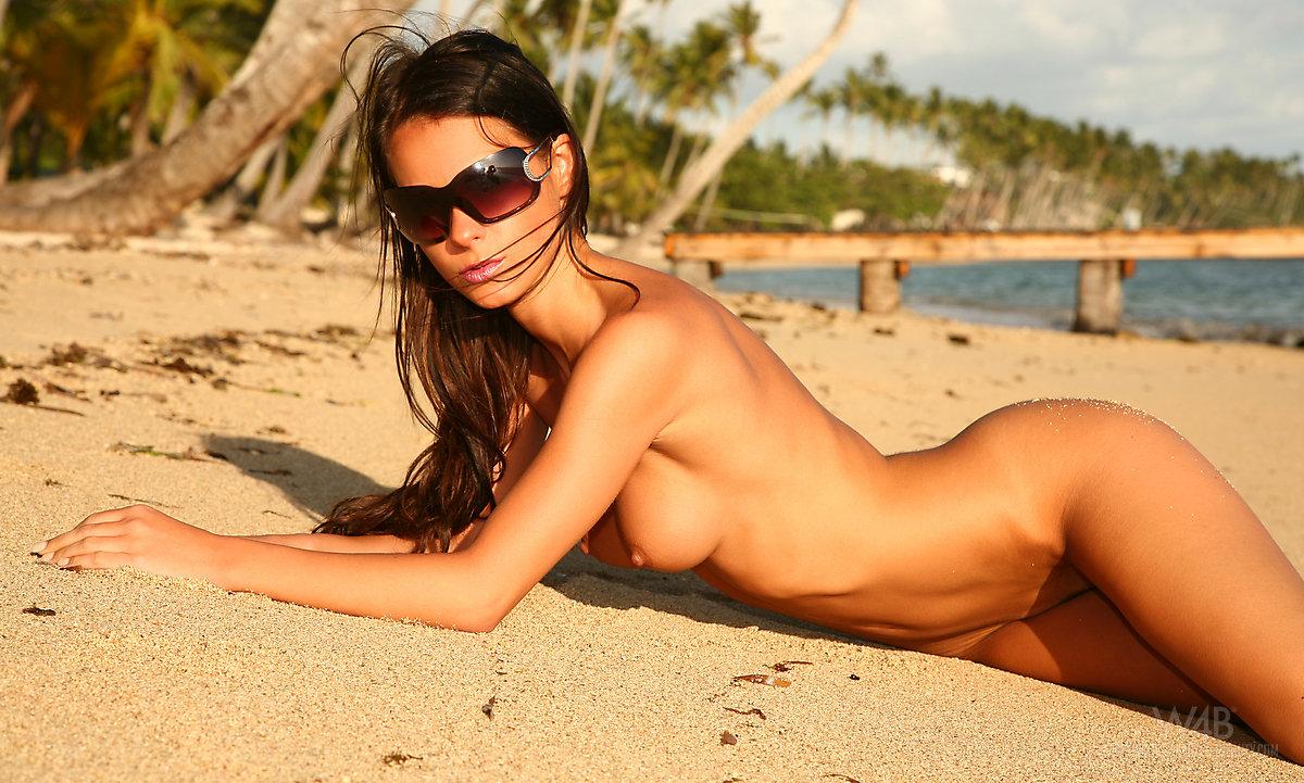 Caribbean glamour nude