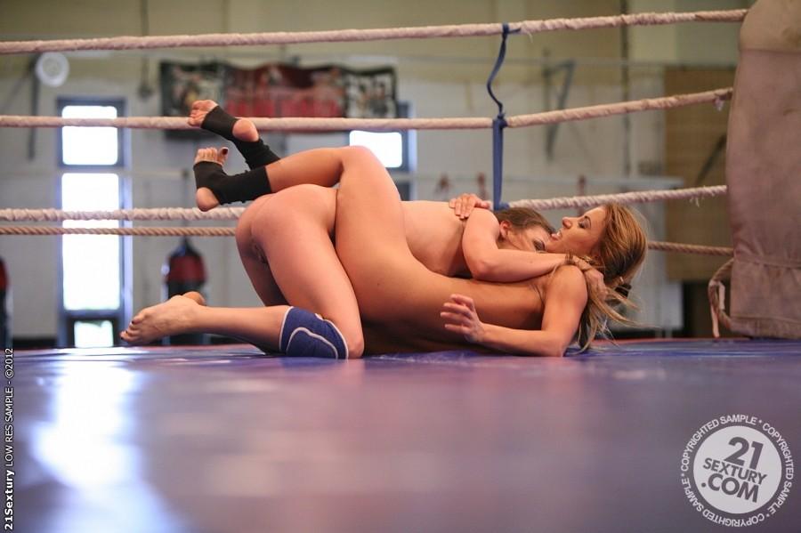 смотреть онлайн порно лесбиянки бои на ринге