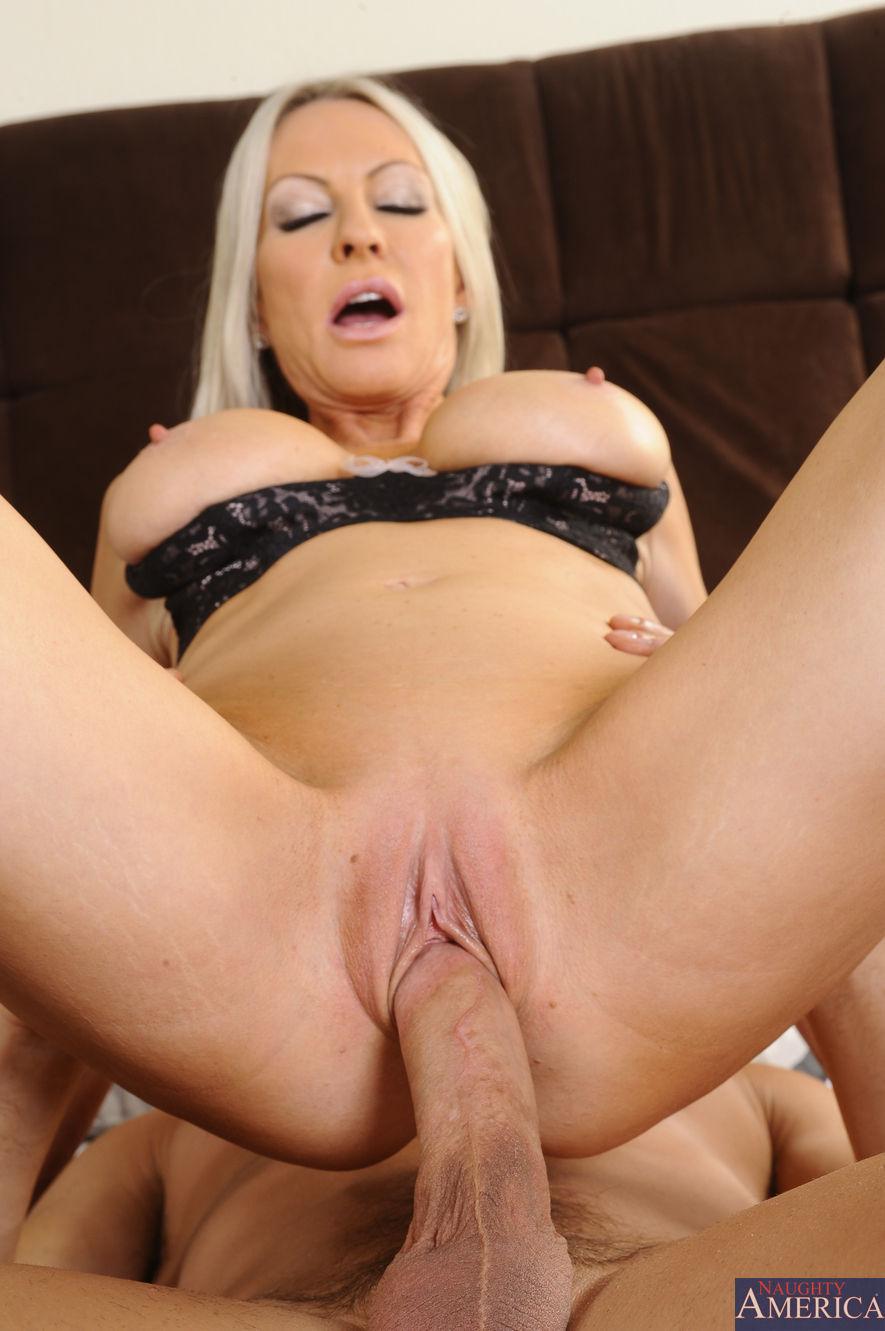 Angela white and alexis texas lesbian fuck - 5 9