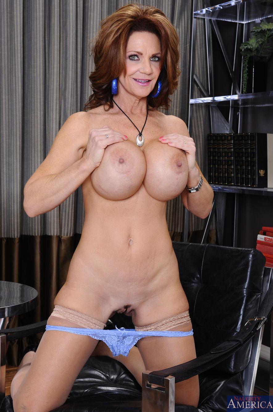 Deauxma strips off her sexy tiny bikini outdoor