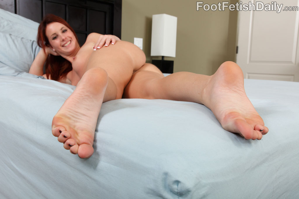 Sexy Redhead Tweety Exposes Smooth Soles And Gets Pounded -2781