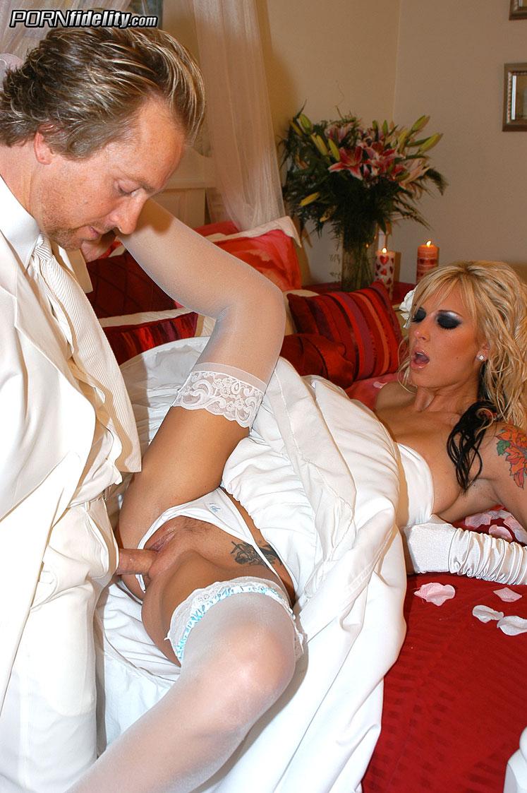 v-svadebnom-plate-porno-onlayn