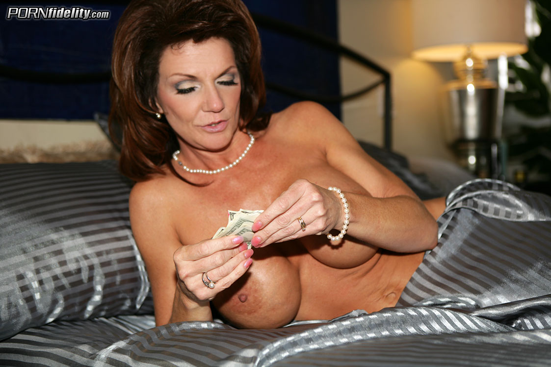 Milf Money - Deauxma 34900-6698