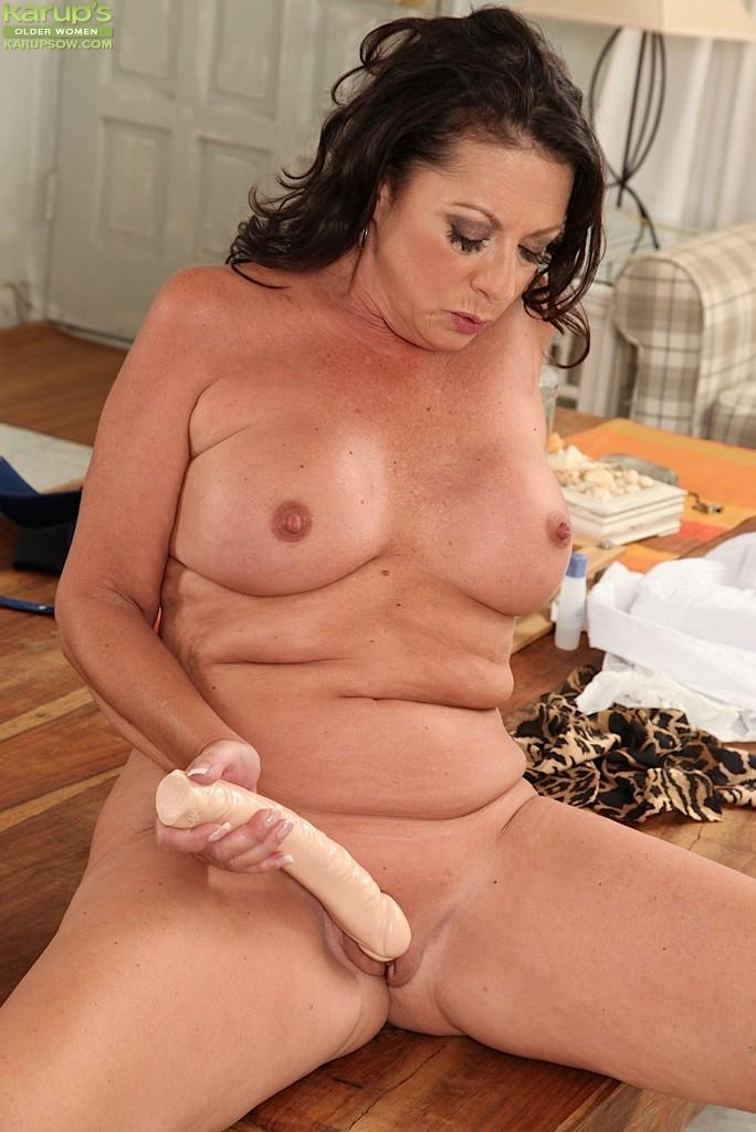 Мастурбирующие зрелые женщины онлайн фото 351-761