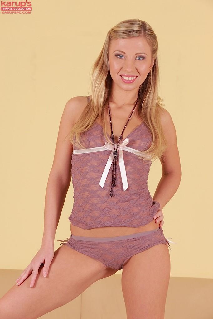 Blonde Jessy Brown Doppel-eingedrungen in dreier