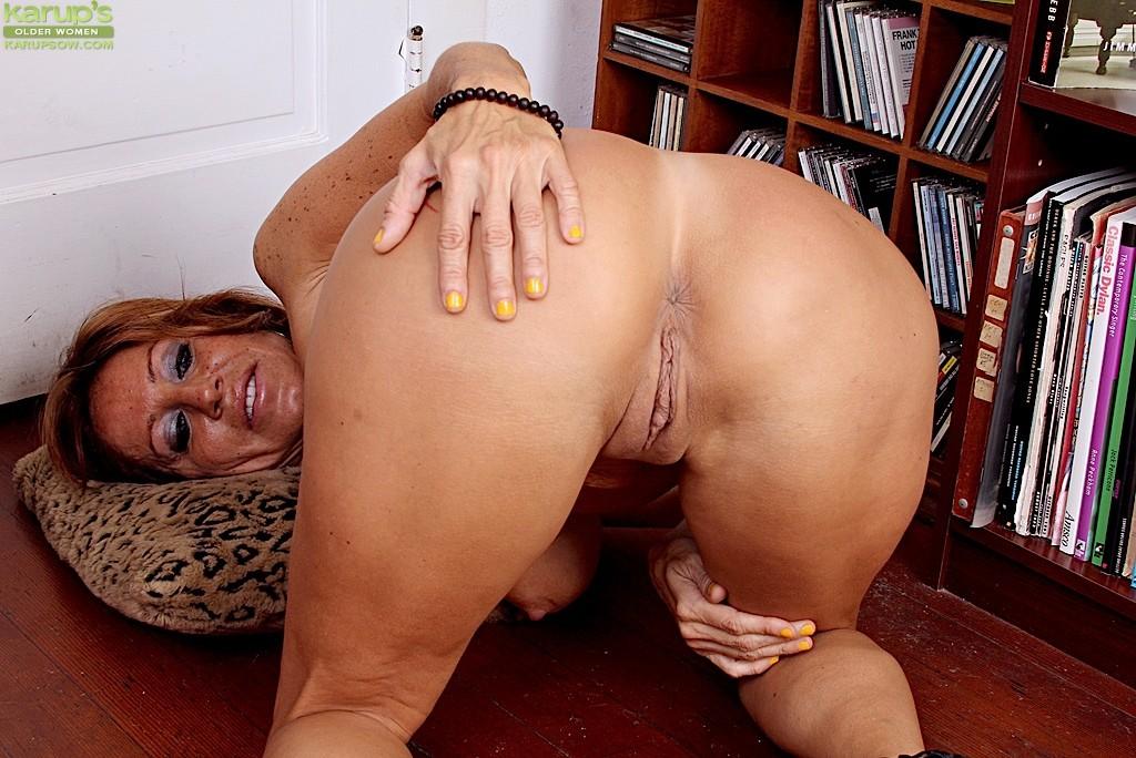 Hot mature holiday ass tara women