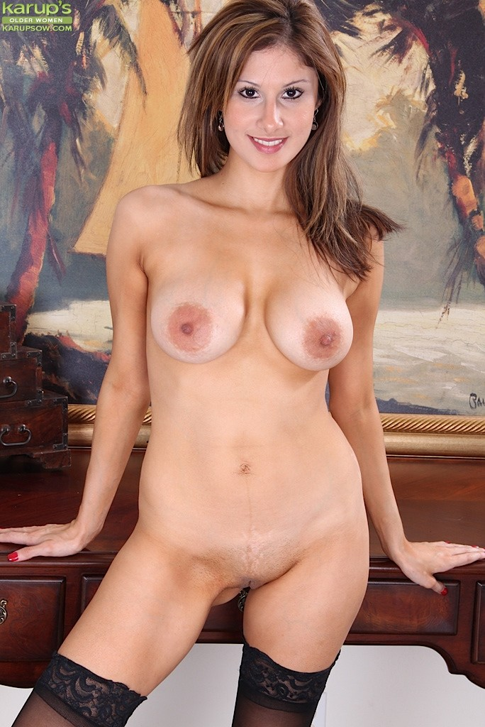 Brunette milf and the printer guy 6