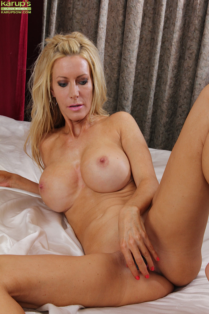 Hot milf brandi love helps her stepdaughter bella rose - 3 part 2