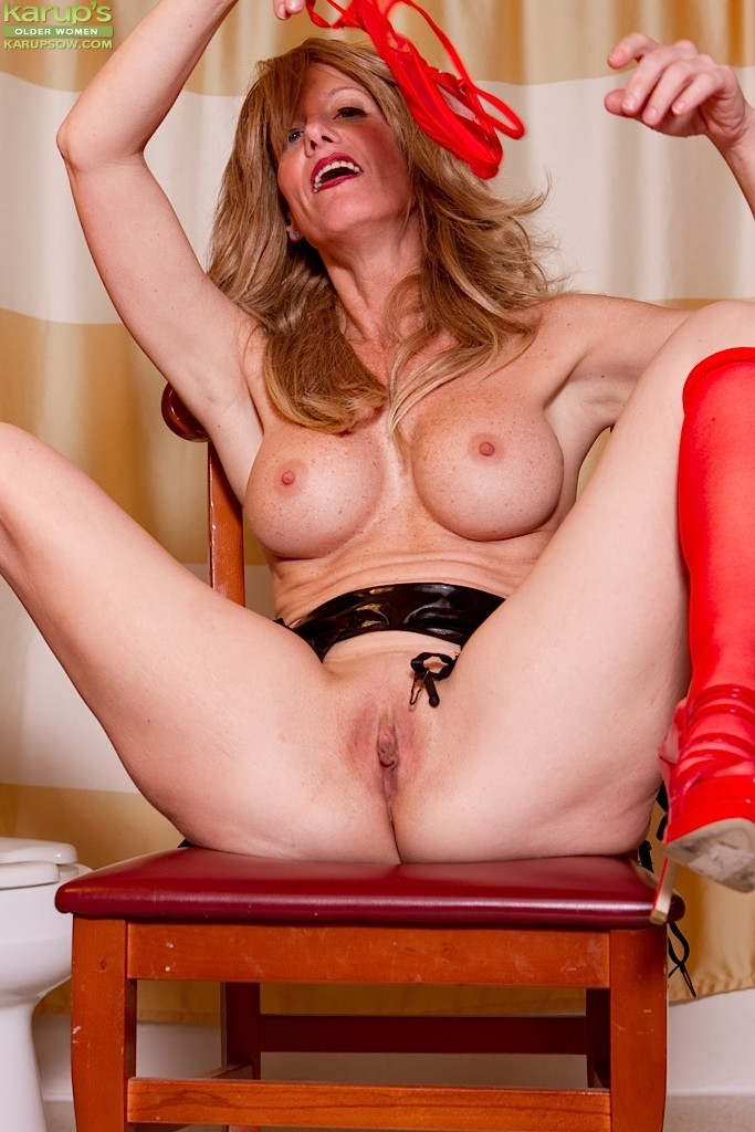 Blonde milf ryan conner takes massive cock in her asshole - 1 3
