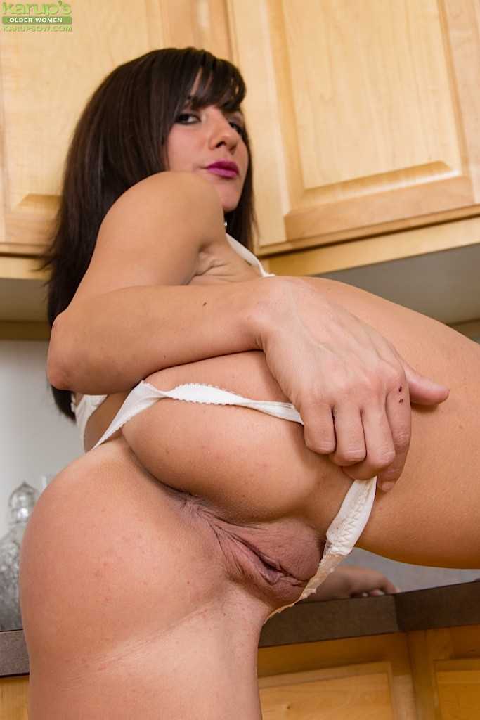 Big boobs and ass of latina havana ginger 2