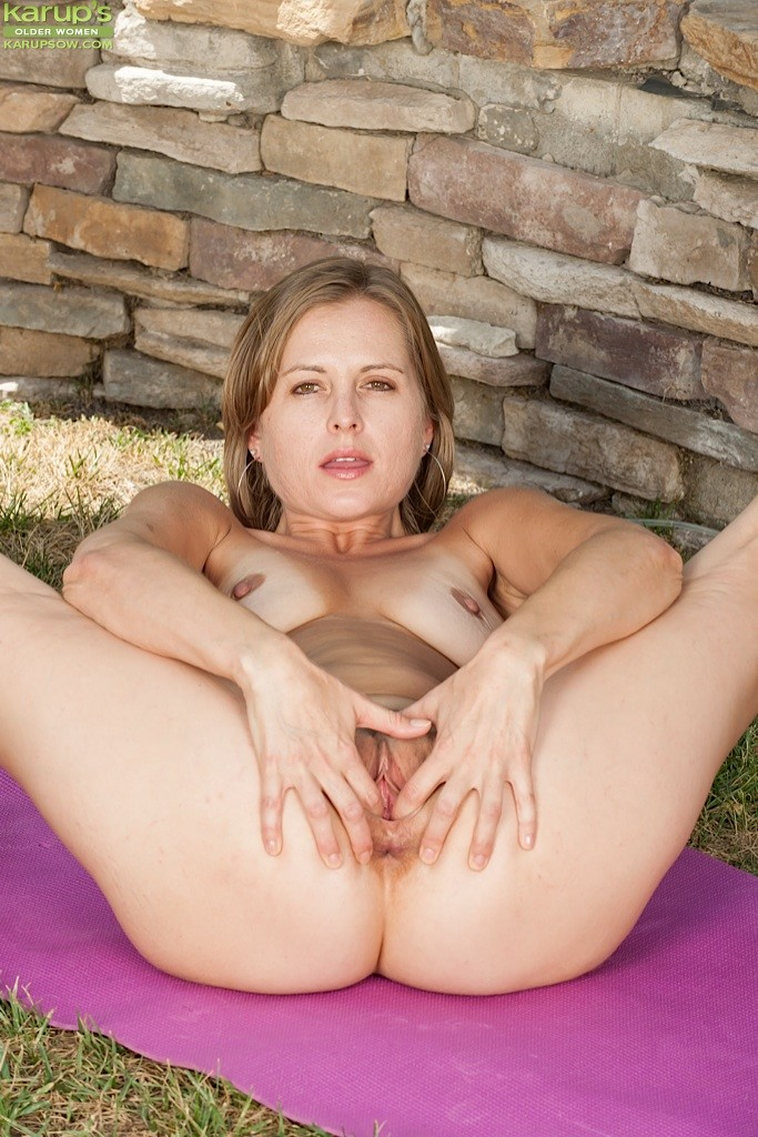 Melissa rose loves to play sports naked