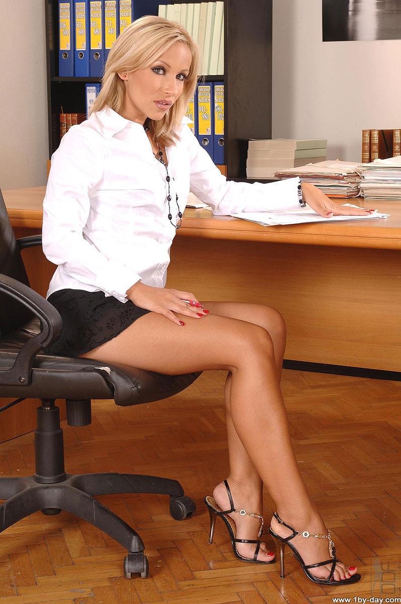 nemetskoe-grudastaya-sekretarsha-ublazhaet-glubokim-minetom-bossa-russkih-aktris-porno