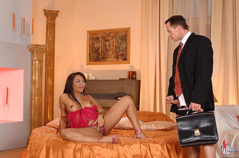 клиентов своих проститутки балуют как