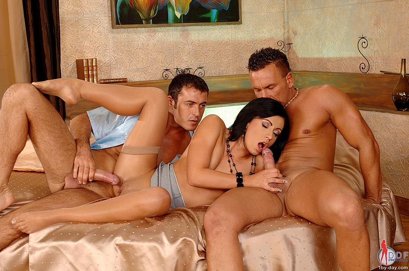 Threesome With Two Men And One Woman